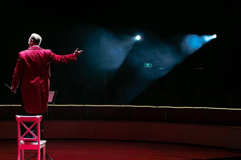 איך לעמוד בפני קהל - HOW TO PRESENT