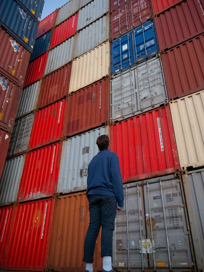 International Trade and Business التجارة الدولية والأعمال