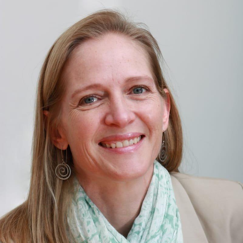 Dr S. Genis-Lucas