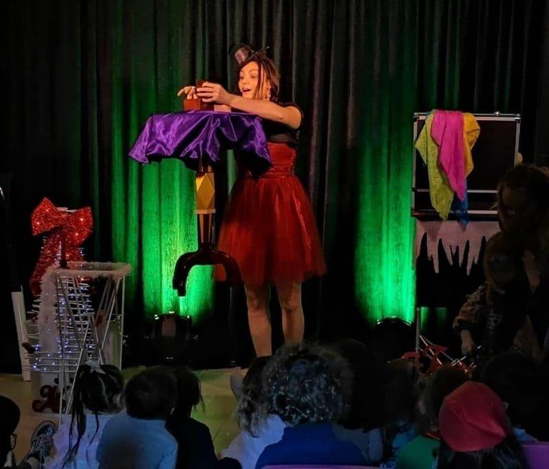 Corinne RIZZO, Magie/Sculpture sur ballons/Maquillage artistique