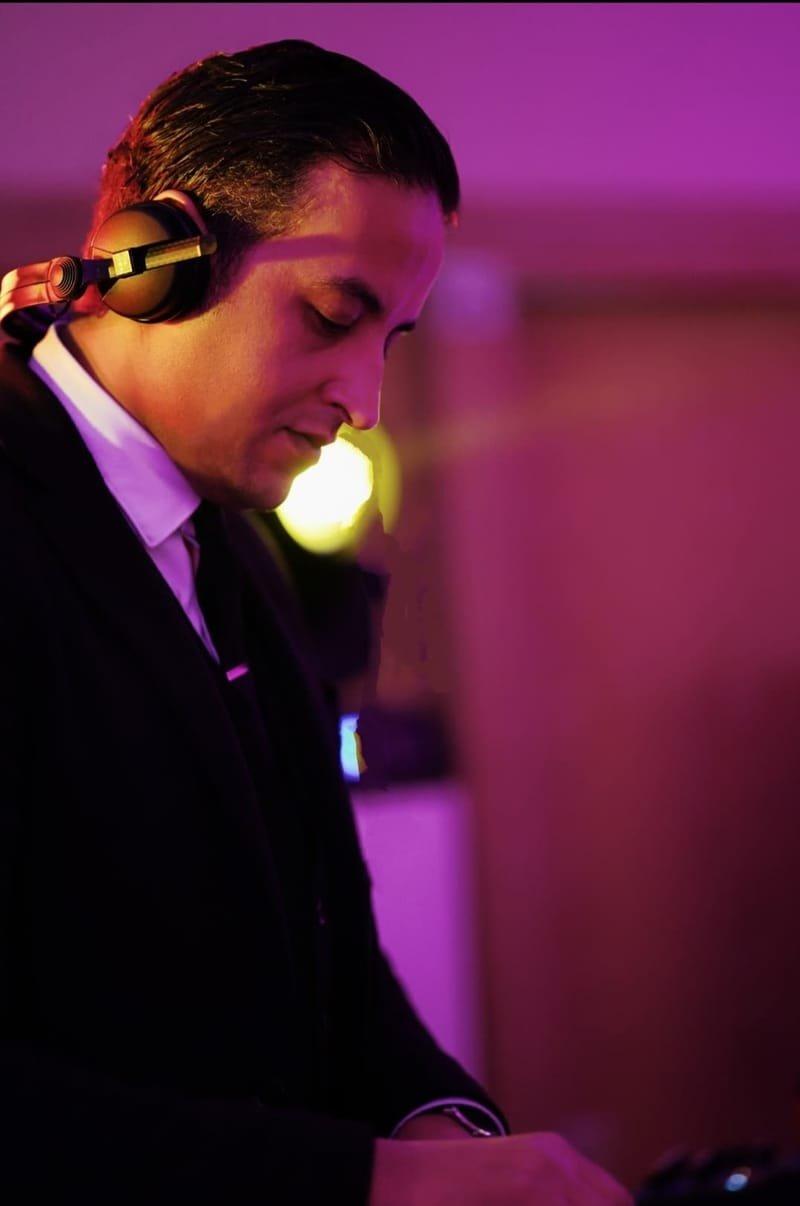 AT AT DJ PERCU