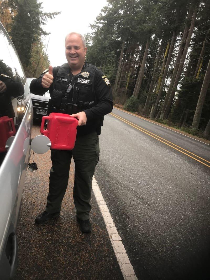 Deputies/Rangers helping Camano Citizens in Need