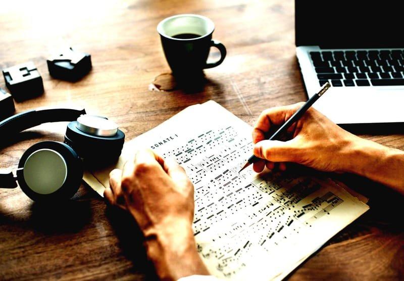 כתיבת שירים