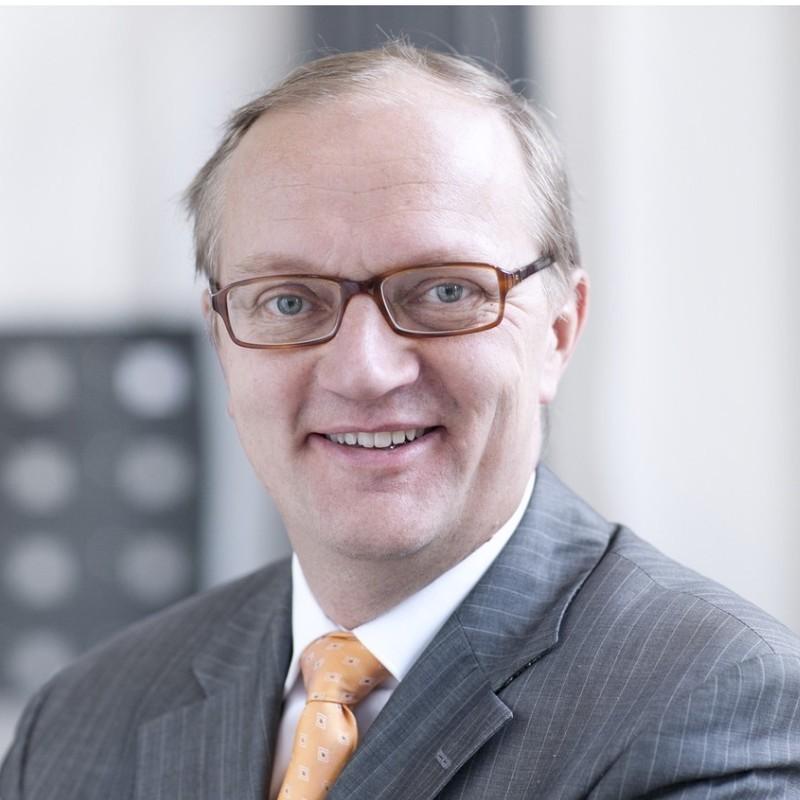 Dr. Arno Gerken