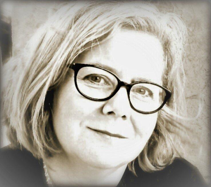 Dr Loretta Bell