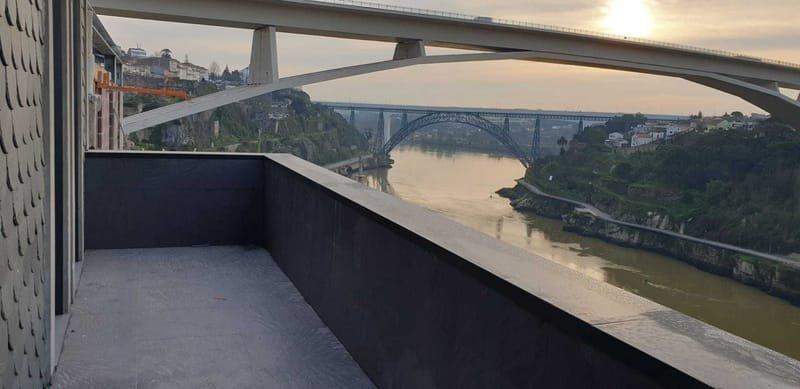Porto T2 en duplex (2 chambres) : vue magnifique sur le Douro et proche du centre