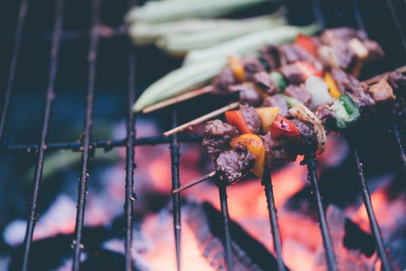 L'espace barbecue et la table de pique-nique