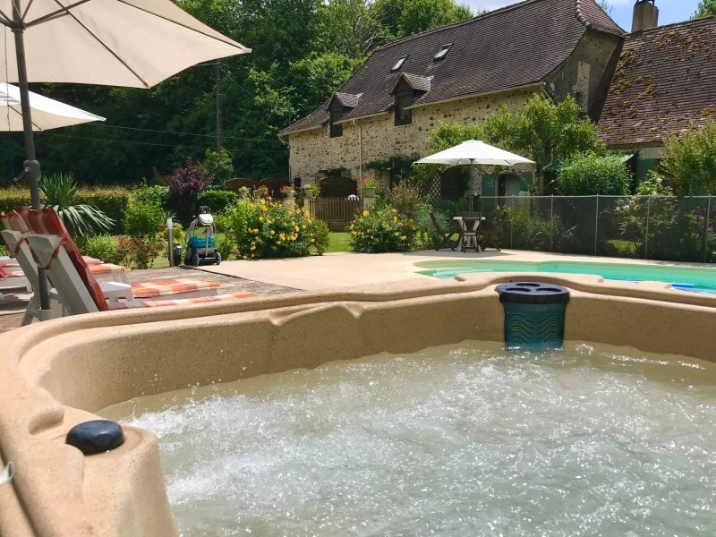Heated Swimming Pool (retractable cover) & Hot tub