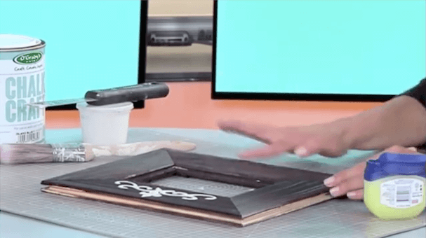 HOW TO PAINT A WOODEN FRAME, DISTRESS WITH VASELINE & RAISED STENCIL USING CHALK CRAFT