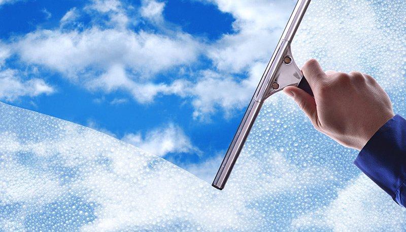 خدمة تنظيف الواجهات الزجاجية