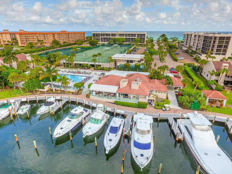 JUST CLOSED! Yacht & Racquet Club of Boca Raton