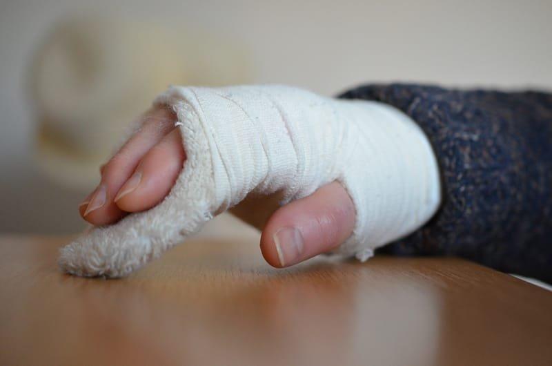 骨折の治癒が遅くなる7つの原因とは?