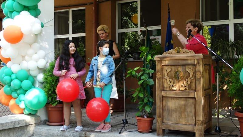"""ЧСБУ """"Талантите"""" посреща първия учебен ден с обновени класни стаи"""