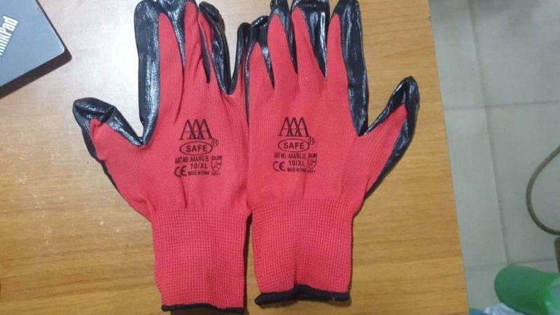 Red Nitrile Rubber Safety Hand Gloves.