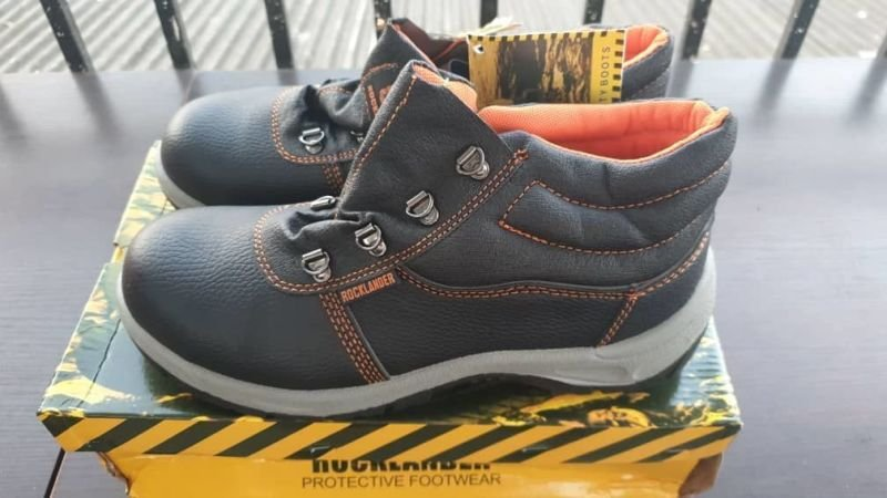 Rocklander Premium Safety Boots All Sizes Available.