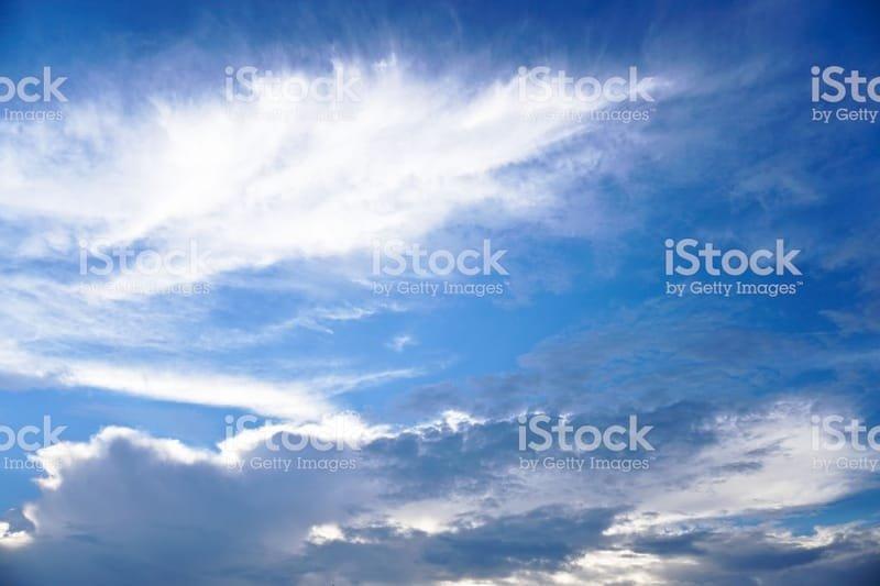 Question n°46 : Pourquoi certains nuages sont-ils blancs alors que d'autres sont d'un gris menaçant ?