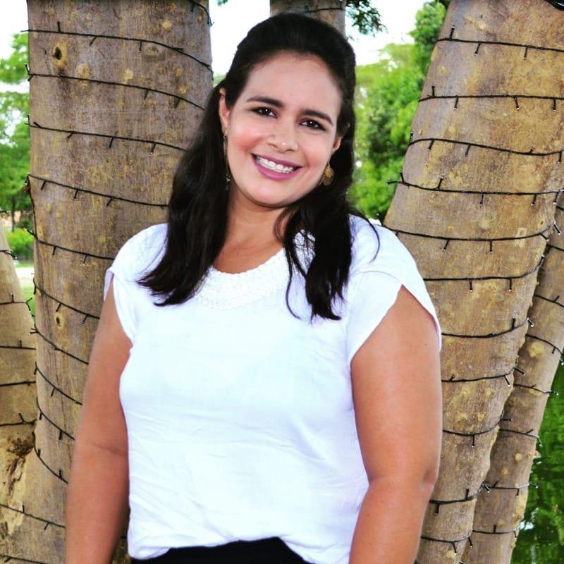 Profa. Camila Ramos