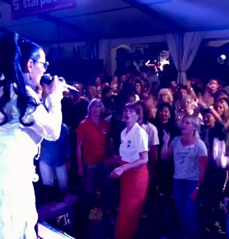 Sängerin HerzLicht Bea & Formation     /          Event - Hochzeit - Dinner - Party - uvm.