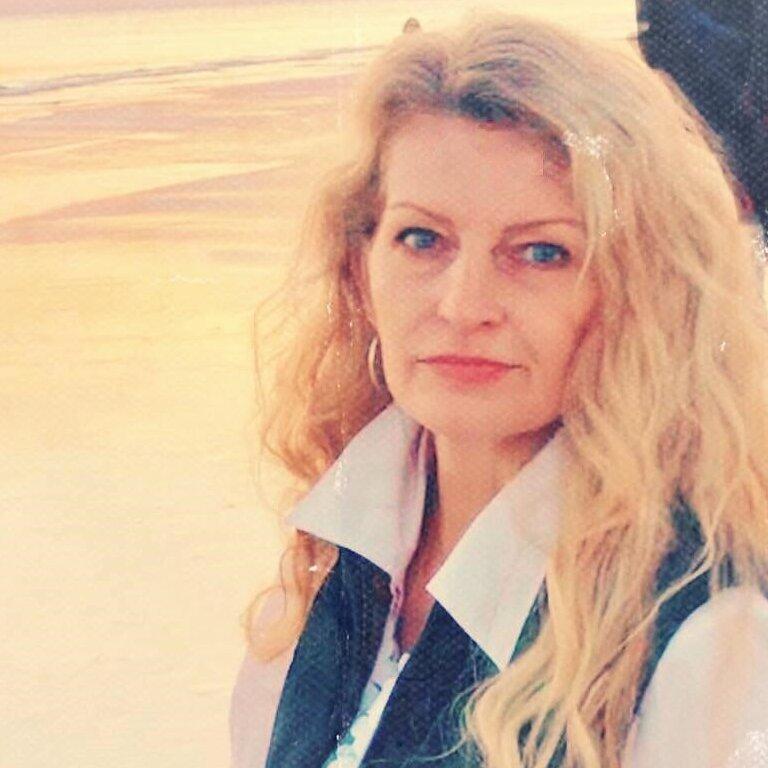 Joanna DeLoatch