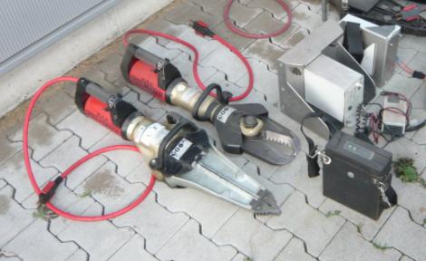 Akkumulátoros feszítő-vágó berendezés