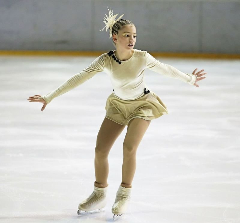 Lundar Skating Club